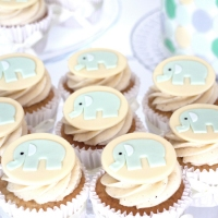 cupcakes med elefanter till baby shower