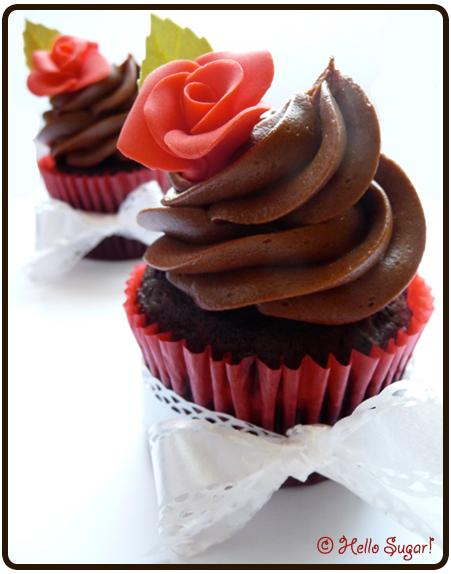 choklad och hasselnötscupcakes med mörk chokladfrosting