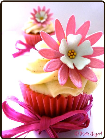 vanilj och vit choklad cupcakes med rosewaterfrosting