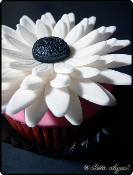 citroncupcakes i svart vitt och rosa