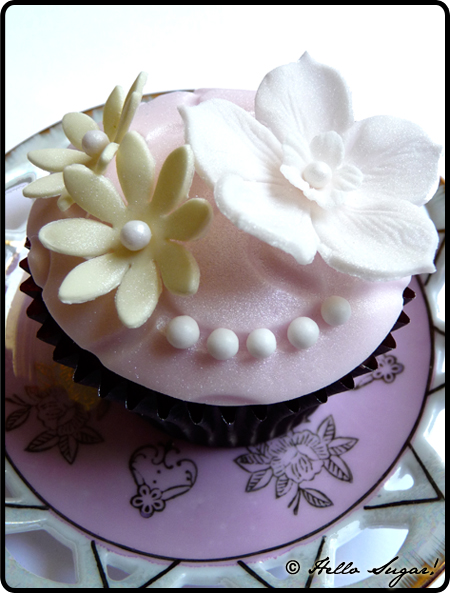 Rabarber och halloncupcakes med vaniljfrosting