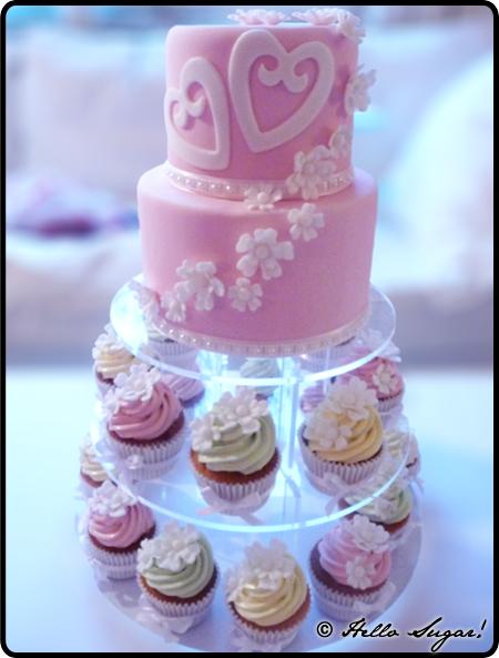 bröllopstårta och cupcakes till amelia