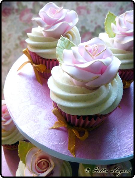 antique rose cupcakes